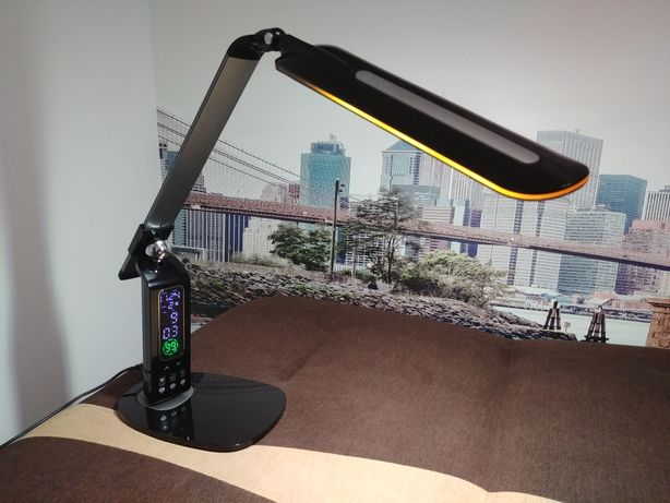 Lampka biurkowa z wyświetlaczem LED (zegar, budzik)