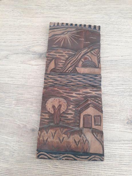 Desenho em relevo em madeira exótica - Artesanato do Brasil