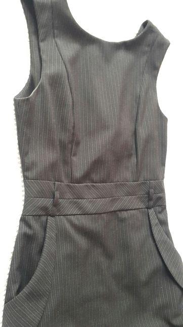 Klasyczna sukienka ołówkowa elegancja w pracy czarna kieszenie S 36