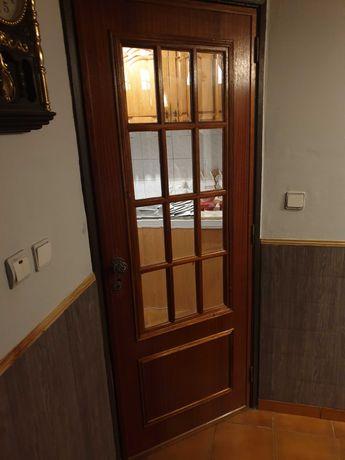 Porta com vidros 2,00m altura 75 cm largura