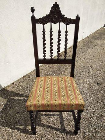 1 Cadeira Vintage, forrada a tecido resistente, falta 1 peça no topo.