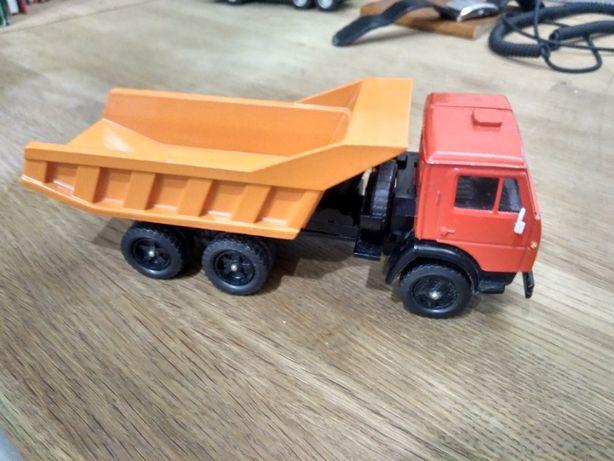 Продам модель КАМАЗ Коллекционная ранняя модель Камаз 5511,