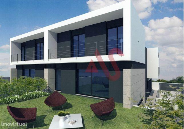Lote com projeto aprovado para construção de moradia T3 em Rio Covo (S
