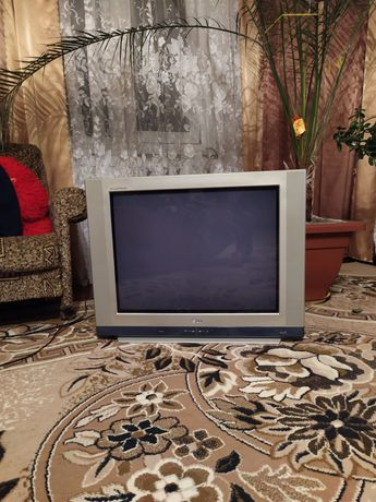 Телевизор LG продам