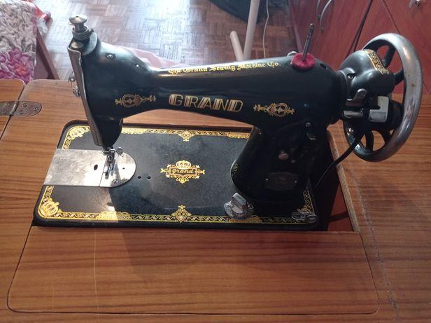 Máquina costura com movel