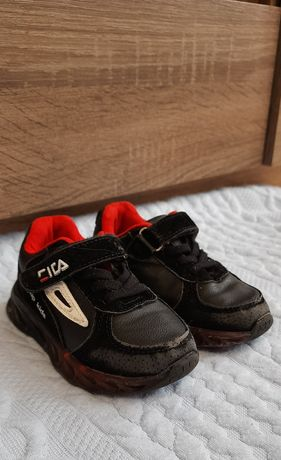 Кроссовки детские 23 размер