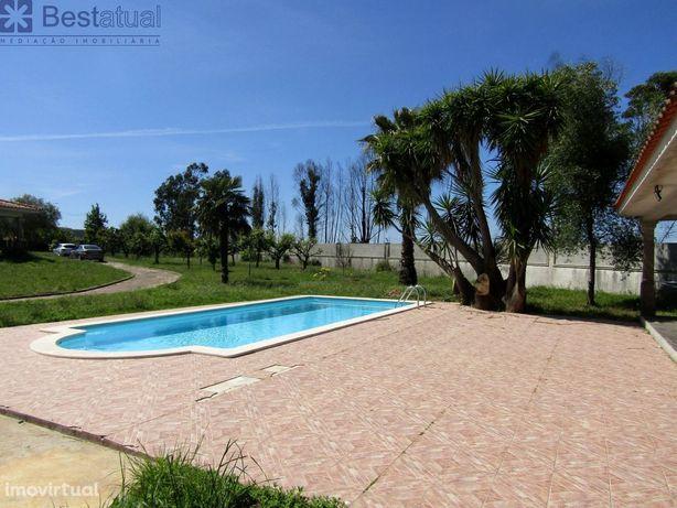 Moradia Térrea T 4 - com Piscina - 9.700 m2