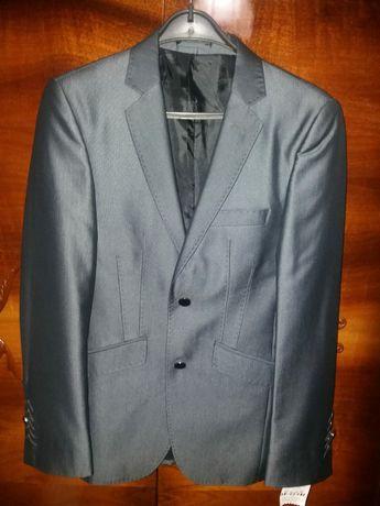 Продается   турецкий мужской костюм 46-48