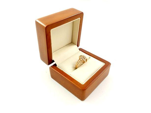Złoty pierścionek wzór listek z cyrkonii. Pr: 585 Waga:2,78g