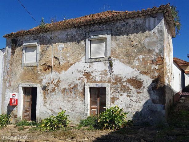 Moradia para reconstruir, Vila Verde dos Francos