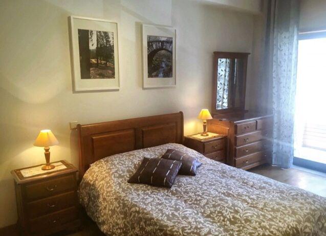 Arrenda-se quarto suite com varanda para casal, muito bom!