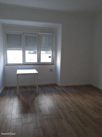 Apartamento T2+1, remodelado, cozinha equipada, ás Olaias
