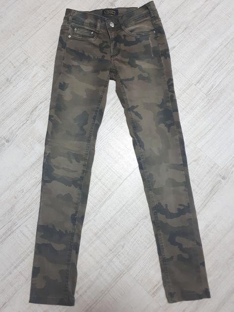 Стильные джинсы камуфляж