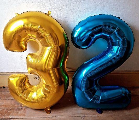 Ofereço balões com 1 metro. Dá para 2, 3, 23 e 32 anos