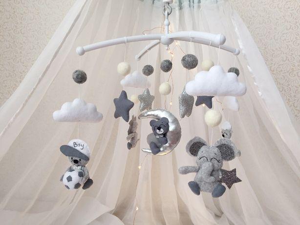 Мобиль из фетра ,музыкальный мобиль, каруселька в кроватку, игрушки
