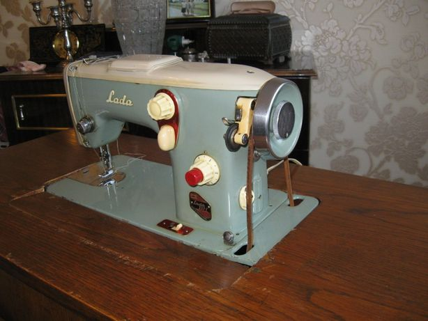 Швейная машина Лада 237-1 Чехословакия.