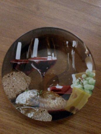 Набор столовых тарелок.