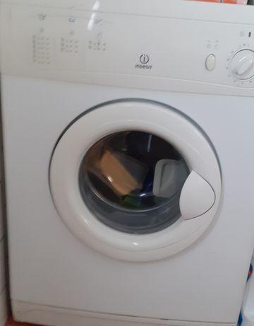 Máquina de secar roupa INDESIT