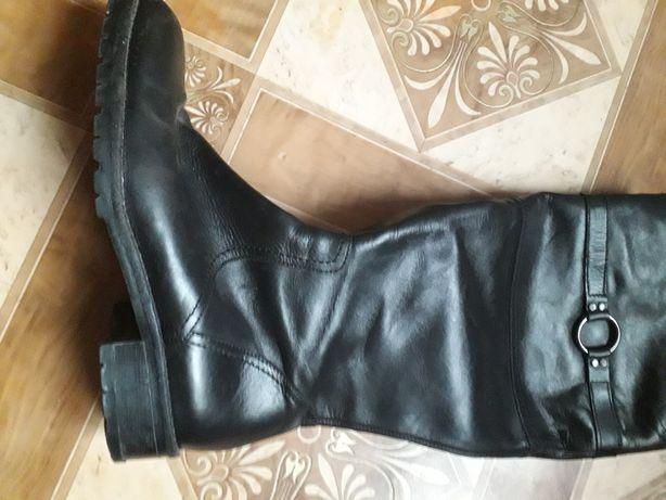 Продам женские фирменные ботинки