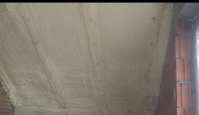 Ocieplanie pianką poliuretanową PUR ocieplenia pianą poddaszy poddasza
