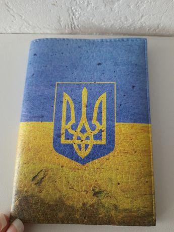 Новая обложка обкладинка на паспорт на документи с гербом флагом