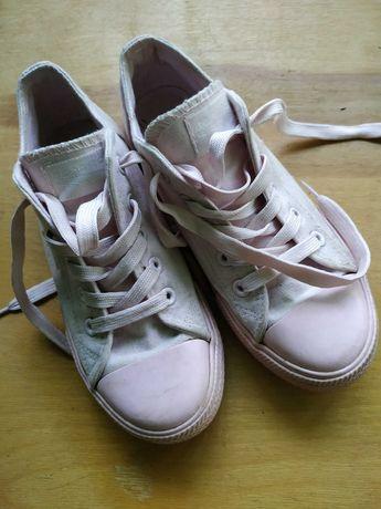 Кеди,туфлі