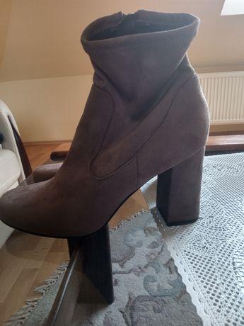 Piękne buciki z zamszu rozmiar 39;40