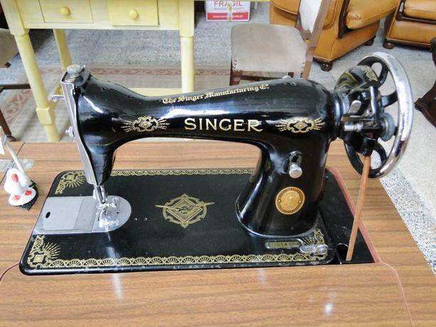 Máquina de costura Singer com móvel - Como nova