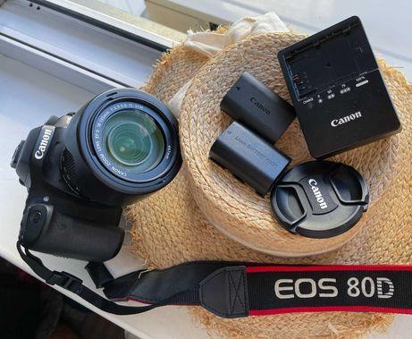 Продам Canon EOS 80D 18-135 + 1 аккумулятор + оригинал ремень + сумка