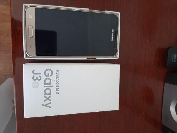 Мобільний телефон Samsung Galaxy J3