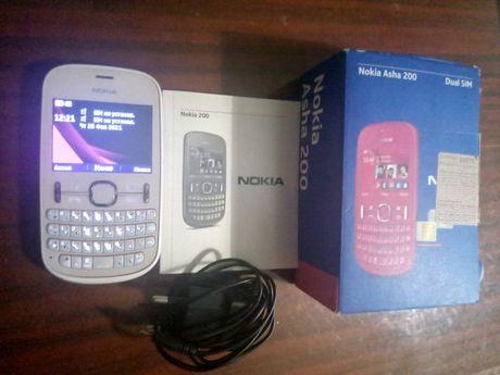 Nokia Asha 200 цвет белый