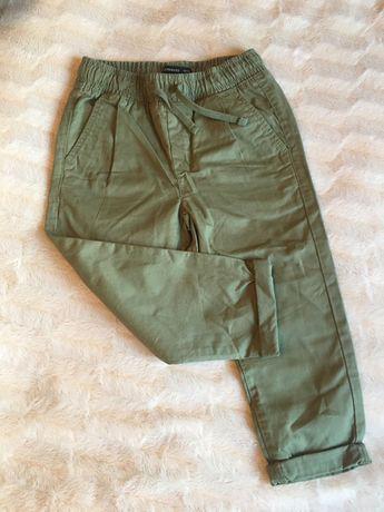 Spodnie chłopięce Reserved 104. Nowe!
