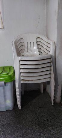Cadeiras de jardim em plástico