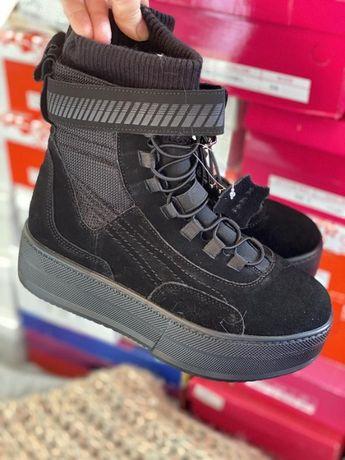 Черные ботинки из натуральной замши с терм носком внутри
