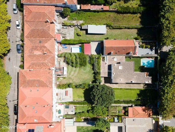 Moradia T6 com varandas, jardim e garagem, na Praia da Gr...