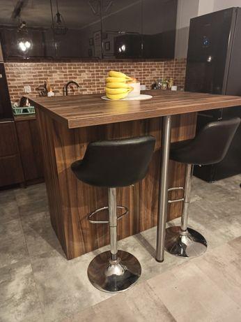 Wysepka, wyspa kuchenna z krzesłami (hoker) kuchnia