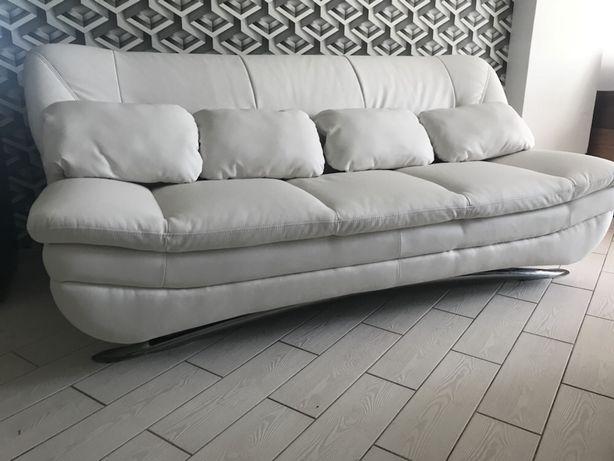 Шикарный белый диван и кресло