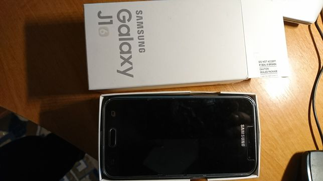 Продам телефон Samsung J1 на запчасти