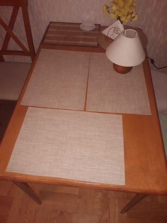 Stół z bambusa indyjskiego