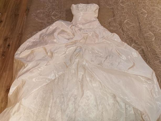 Шикарное свадебное платье s-m, 42-44.  Айвори вышивка с биссером
