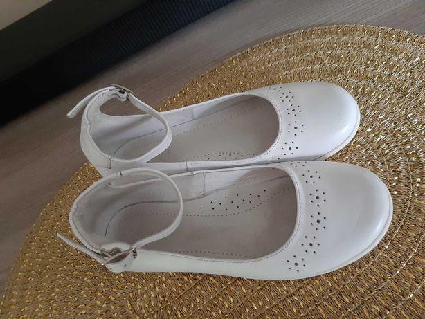 Pantofle emel białe roz 31