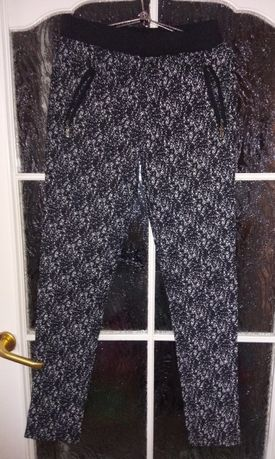 Czarno białe spodnie
