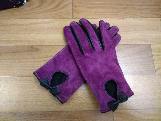 Замшевые перчатки неординарного цвета