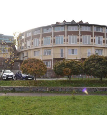 Велика квартира 104 м. кв центрі міста