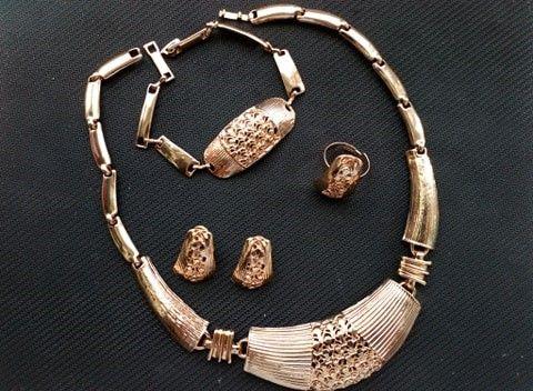 Zestaw biżuterii naszyjnik , bransoletka piierscien nowe