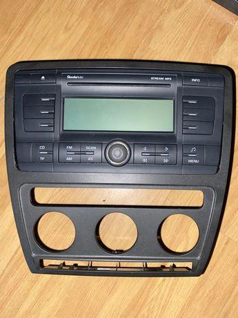 Rádio Skoda com armação