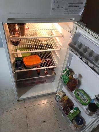Vendo frigorífico e fogão por 200 euros transporte a cargo do comprado