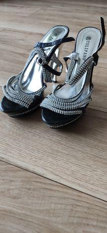 Eleganckie obuwie damskie, wizytowe.