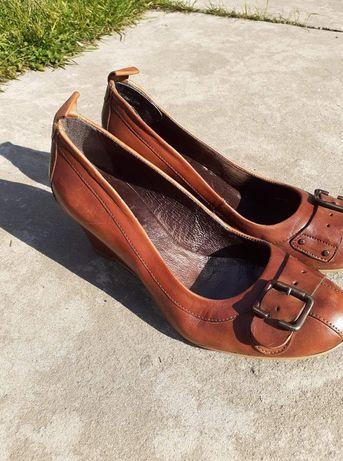 Damskie buty na koturnie r. 40