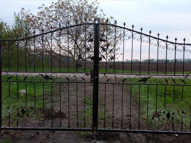 Продам ворота с ковкой .